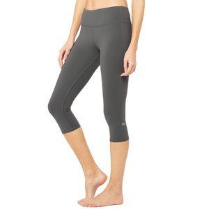 NWT Alo Yoga Airbrush Capri Leggings In Anthracite